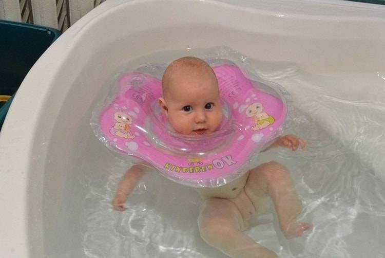Совместная ванна с малышом: за и против