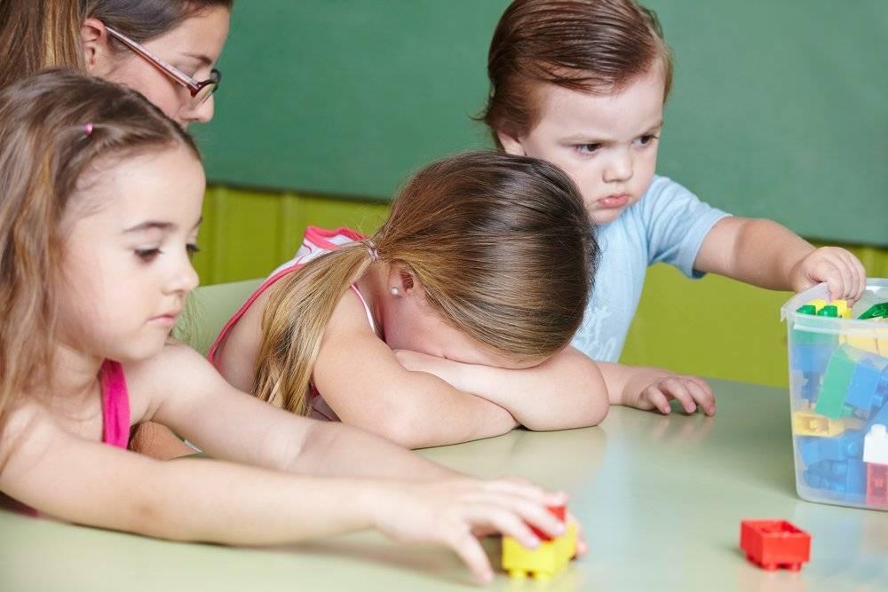 Ребенок не хочет идти в детский садик: причины, советы родителям