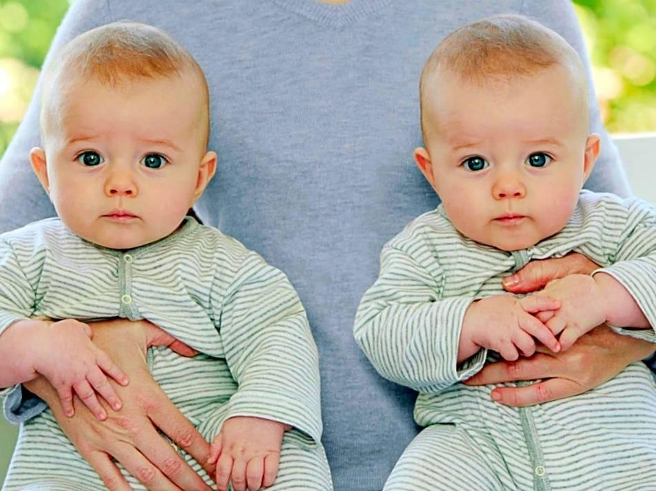 Близнецы и двойняшки: в чем разница и особенности развития и воспитания