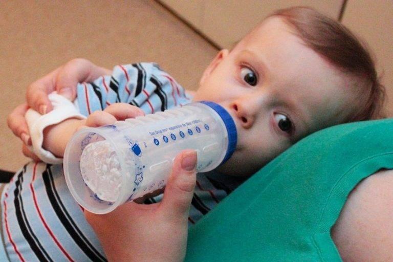 Как отучить ребенка от бутылочки | как научить ребенка пить из кружки