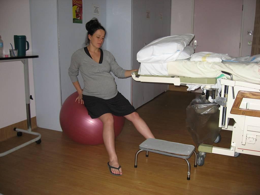 42 неделя беременности - никаких признаков родов. что делать?