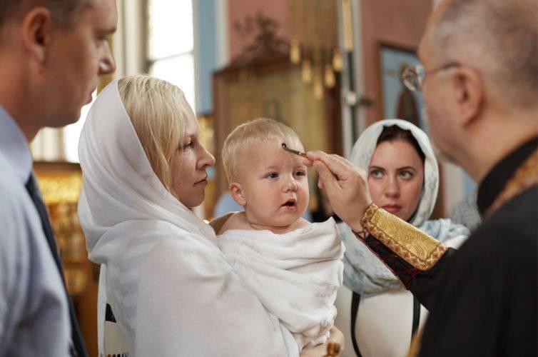 Можно или нет матери присутствовать в церкви при крещении ее ребенка