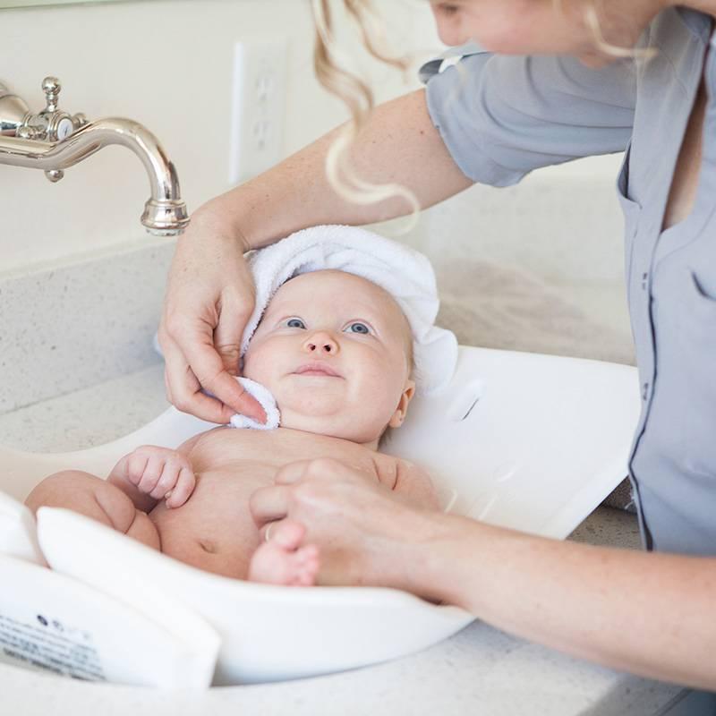 Гигиена новорожденной девочки