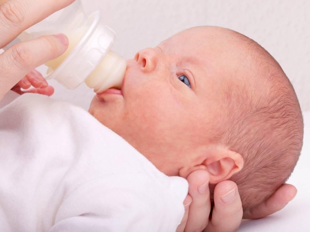 Причины срыгивания у новорожденных, как помочь грудничку при срыгиваниях. смесь от срыгиваний