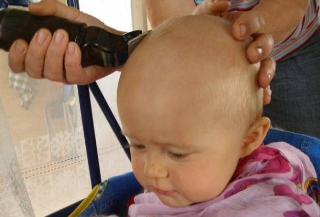 Нужно ли стричь ребенка в год налысо