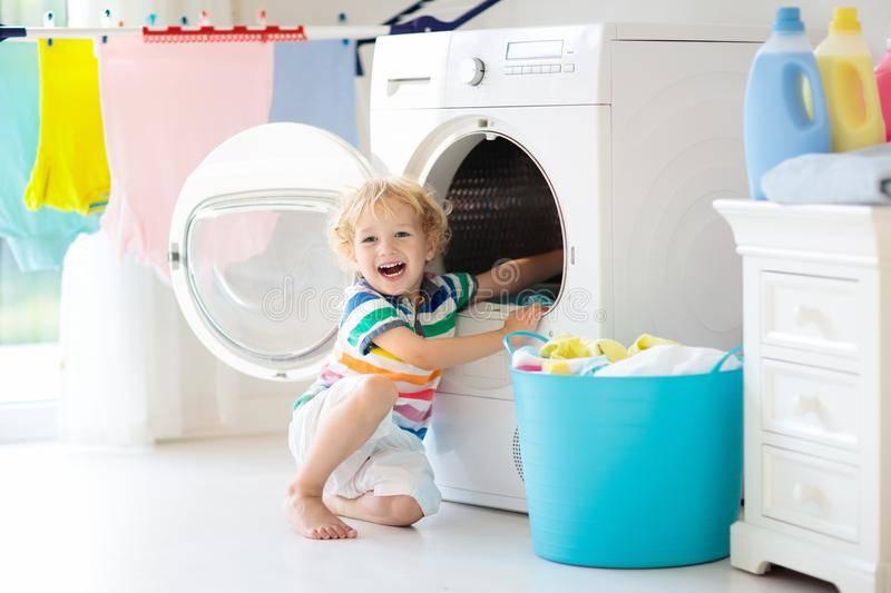 Стираем детские вещи для новорождённых в стиральной машине правильно: выбор порошка и температуры