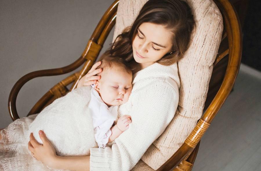 Как укачать грудного ребенка спать: можно ли укачивать вообще и как перестать это делать