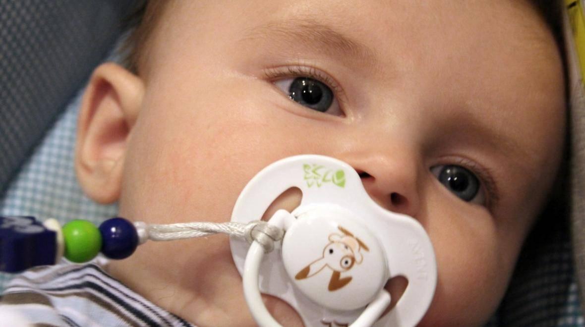 Как отучить ребенка от сосания пустышки? как отучить малыша от соски в 1, 2 или 3 года.