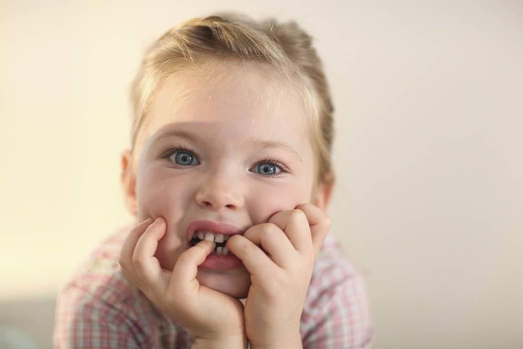 Почему ребенок грызет ногти разбираем причины методы борьбы