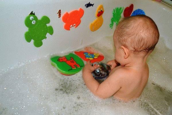 Как быть, если ребенок 2-3 лет стал бояться купаться ванной?