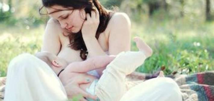 Как примирить женщин,которые кормят грудью и тех кто кормит смесью? в последнее время... - другое - вопросы и ответы
