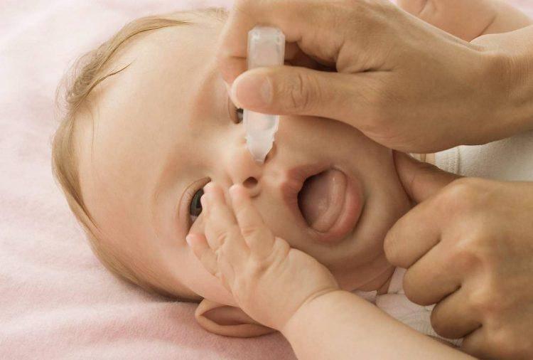Чистка носа ребенка при насморке и заложенности носа