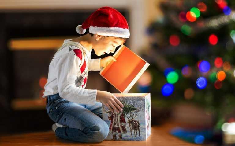 Подарок для ребенка на новый год – как правильно сделать сюрприз