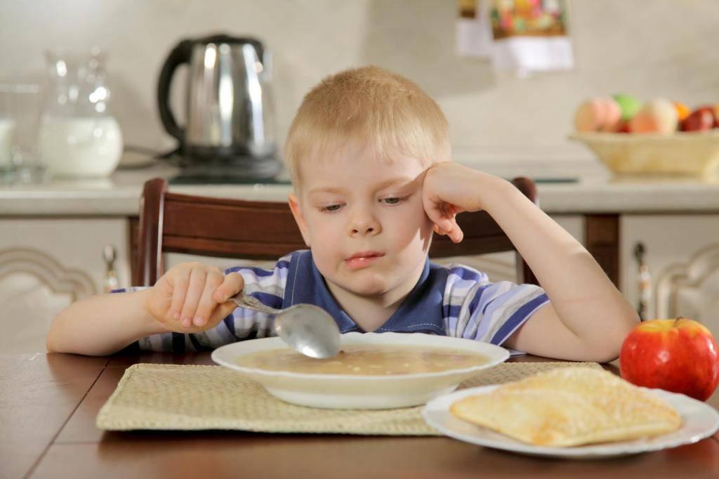Как накормить ребенка: 10 правил