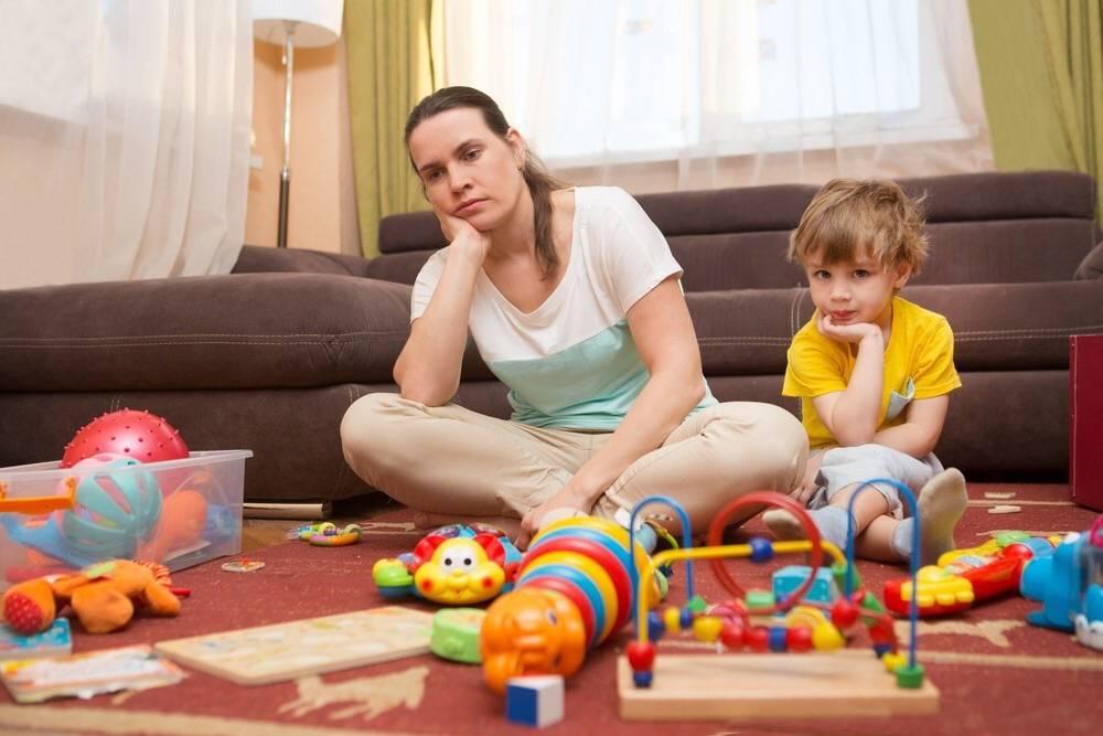 Как унять ребенка, который постоянно разбрасывает игрушки и еду   yamama