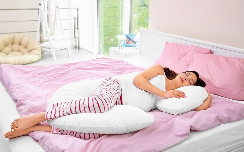 Поза для сна во время беременности – 3 триместра + 3 запрещенных!