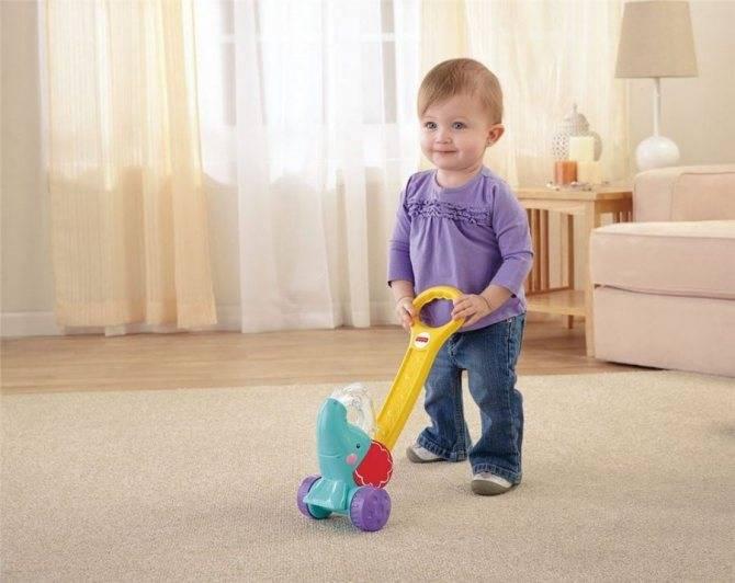 Развитие ребенка: первый шаг малыша — как научить ходить