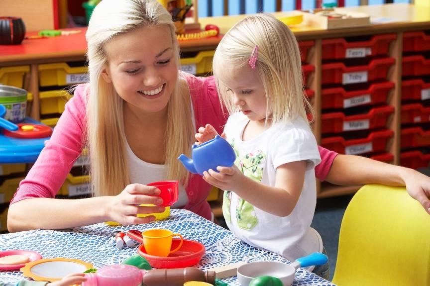 Детский сад, няня или бабушка: что лучше?. плюсы и минусы детского сада