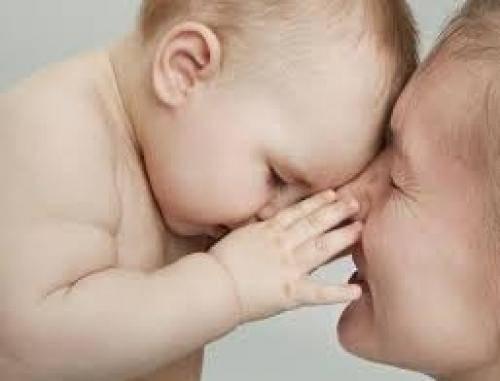 Если ребенок кусает грудь во время кормления