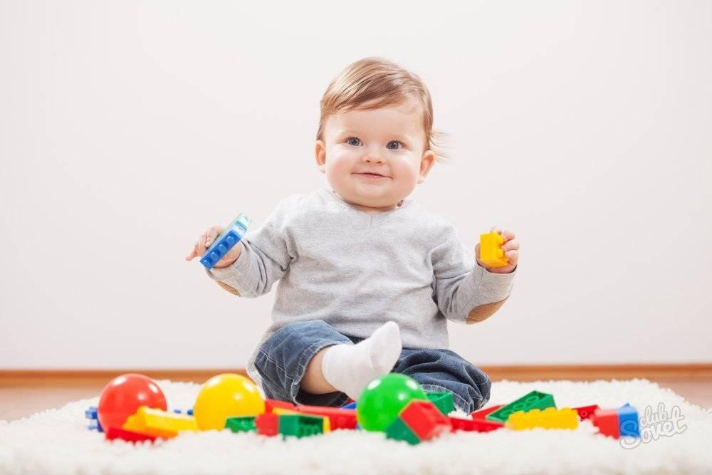 Развитие ребенка в 10 месяцев: что должен уметь, рост и вес