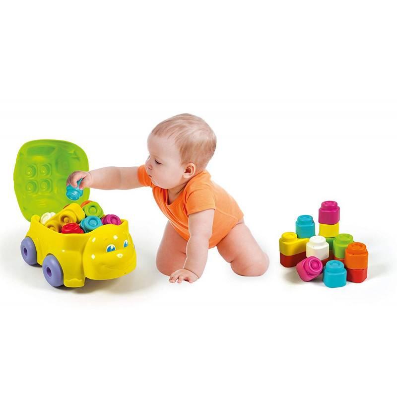 Вашему ребенку в 1 год и 8 месяцев – что он уже должен уметь?