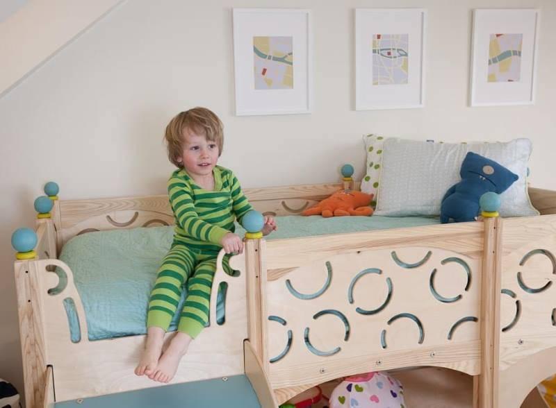 С какого возраста дети должны спать отдельно