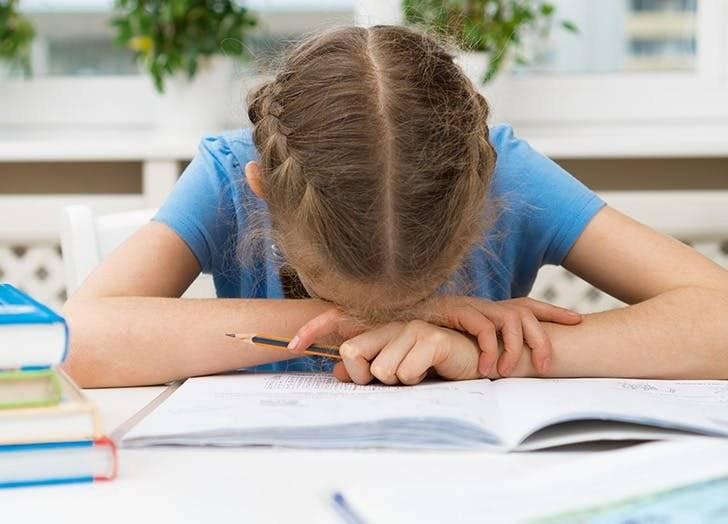 Как заставить ребёнка учиться в школе и делать уроки, но не травмировать?