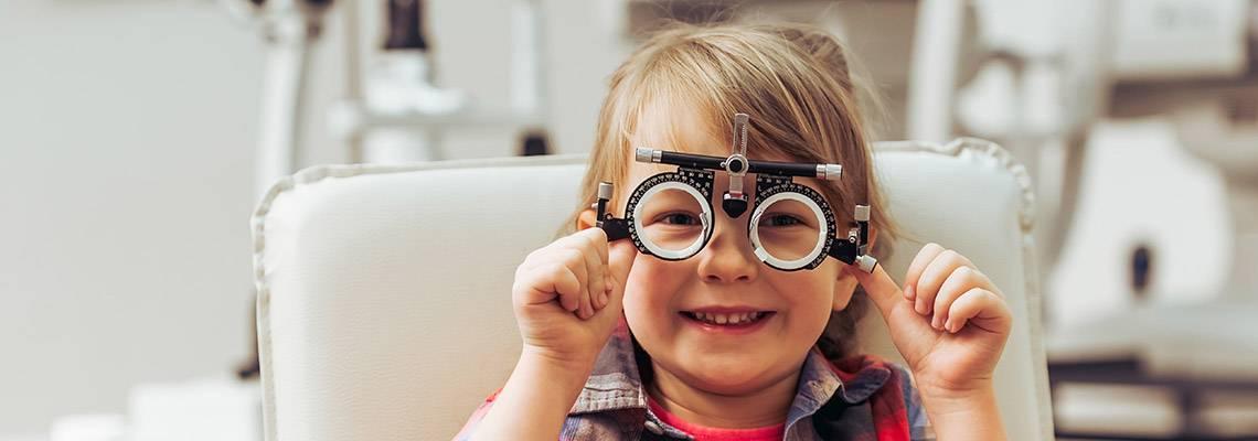 Снижение зрения у подростков: причины, симптомы, лечение