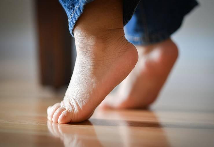 Ребенок ходит на носочках: причины и варианты решения проблемы