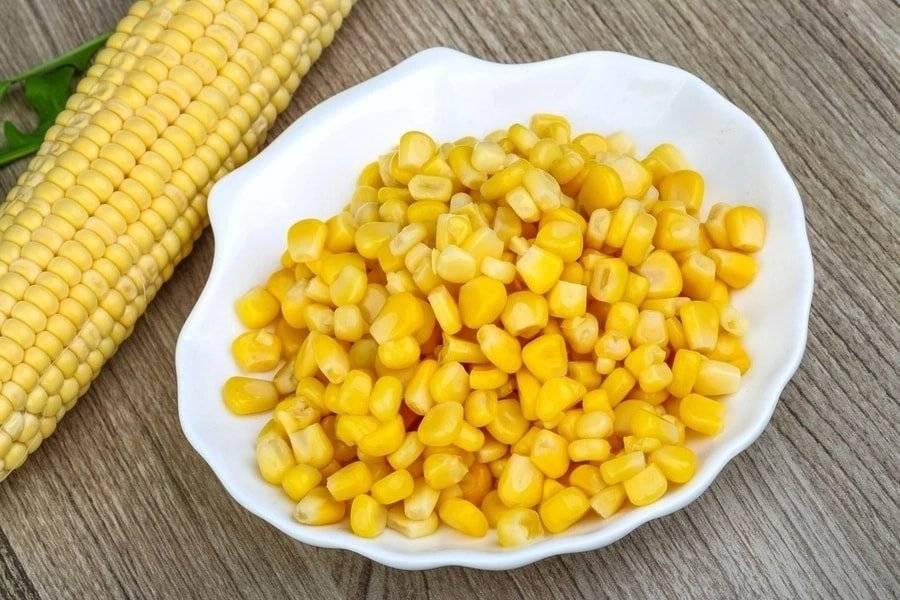 Можно ли вареную кукурузу при грудном вскармливании: каковы польза и вред для мамы и новорожденного, а также с какого месяца разрешается кушать початки при гв?