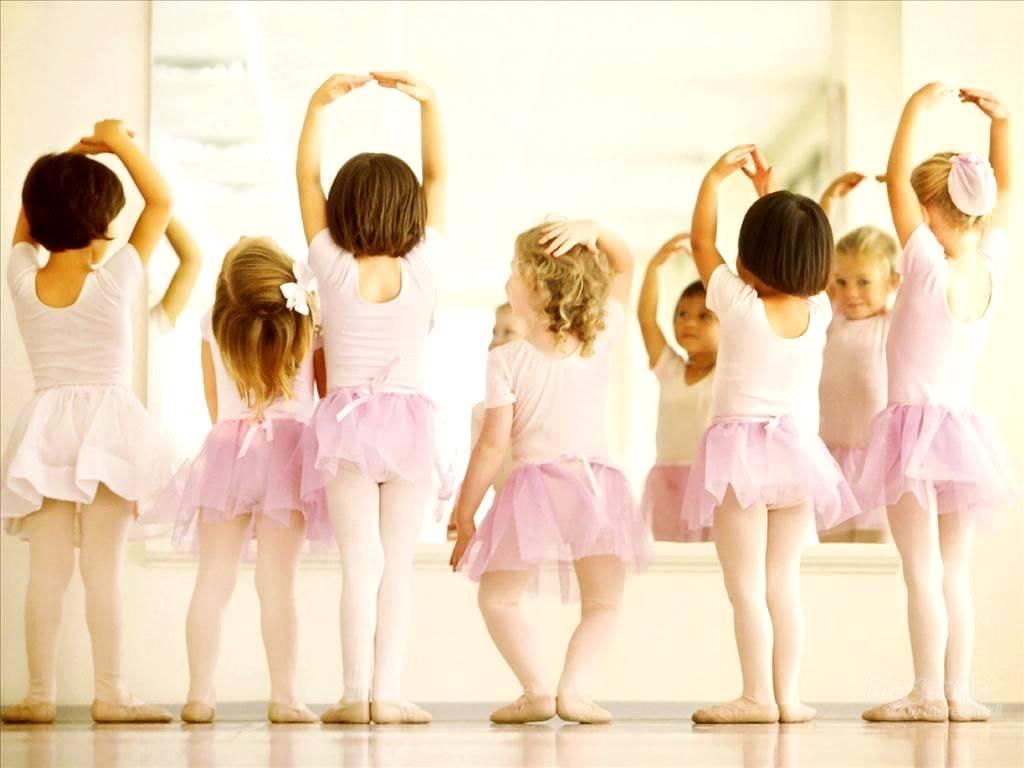 На какие танцы отдать ребенка и когда?