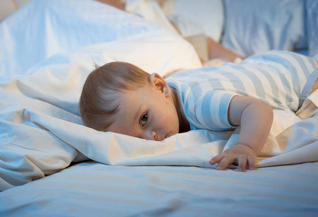 Сколько спят новорожденные