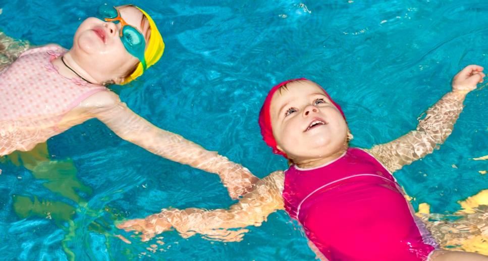 Как научить ребенка плавать в 6, 7, 8 и 9 лет и старше: обучение плаванию школьников и подростков, упражнения и методики