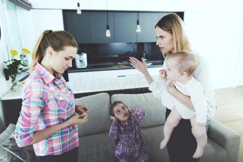 Работа няней на дому — зарплата и обязанности