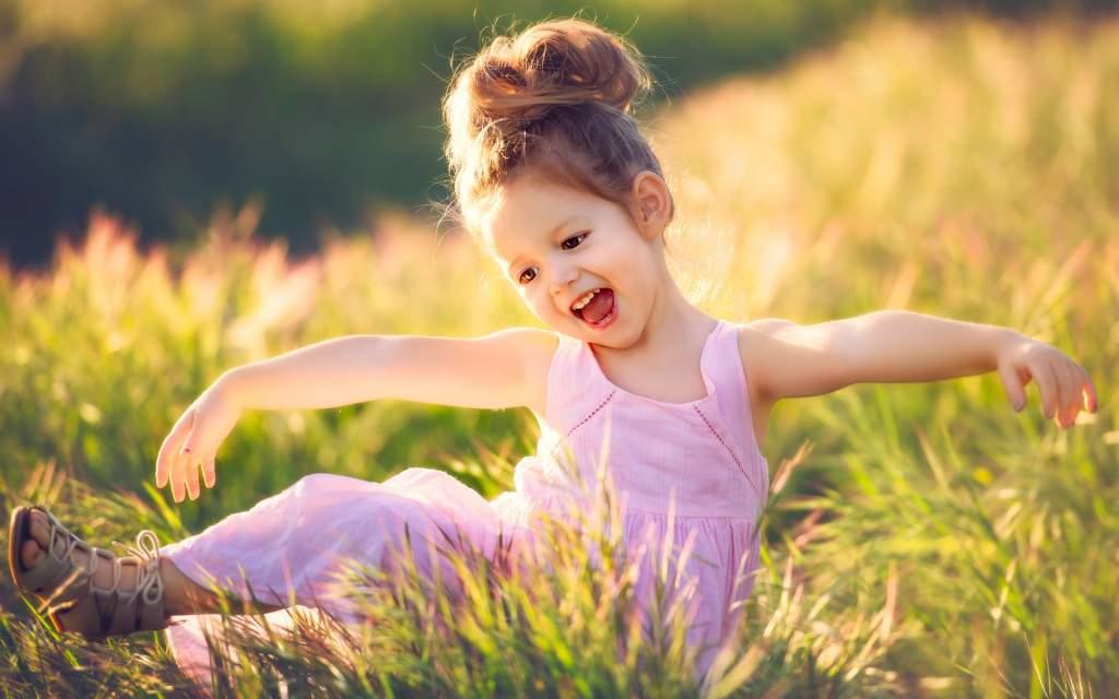 Когда ребенок начинает играть в ладушки? личный опыт - стихи для пальчиковой гимнастики и игрового массажа