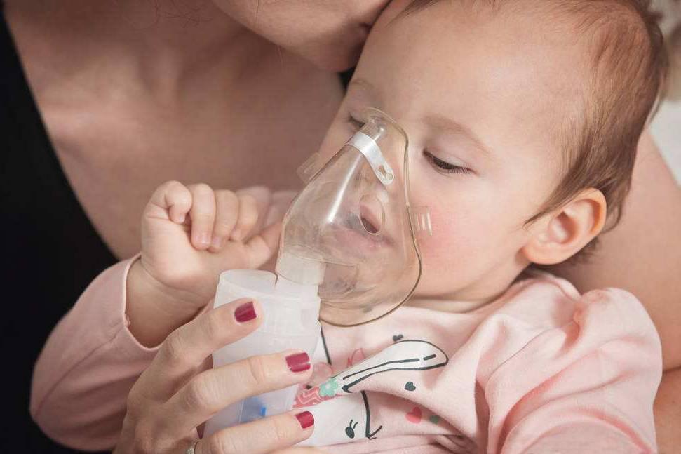 Лечение насморка у детей ингаляцией с физраствором