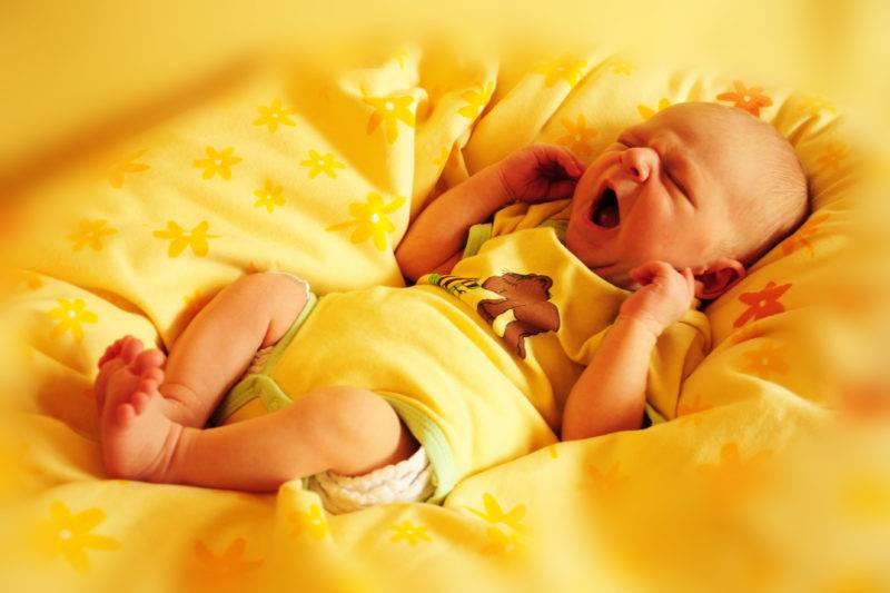Реальные причины, по которым не стоит показывать новорожденного в зеркало