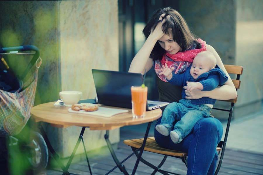 Чем заняться маме во время прогулки с ребенком?