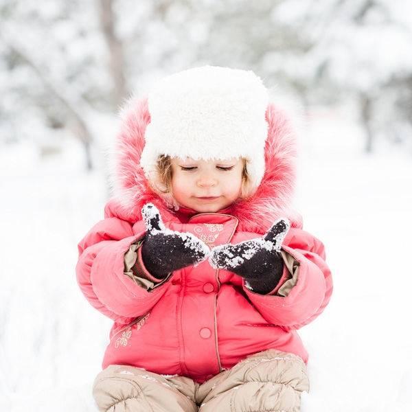 Как выбрать зимний комбинезон для ребенка от года.