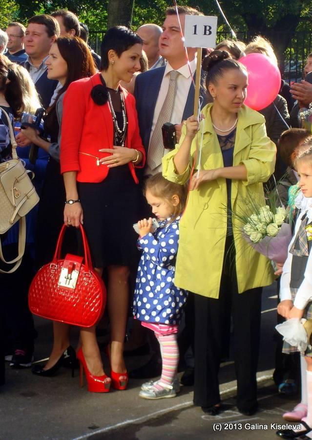 Как одеться маме на линейку 1 сентября: нарядные, эффектные и универсальные образы
